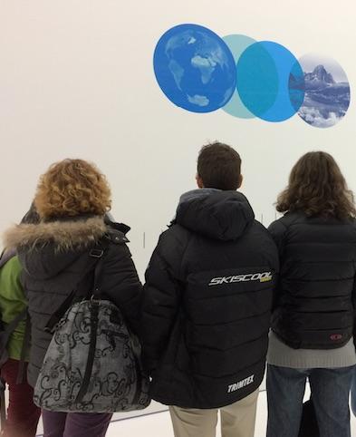 des enseignants découvrent le musée